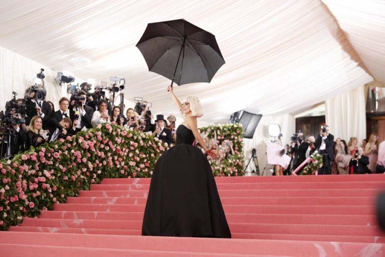 Θα δούμε τη Lady Gaga σε ταινία του Ρίντλεϊ Σκοτ για τη δυναστεία Gucci;