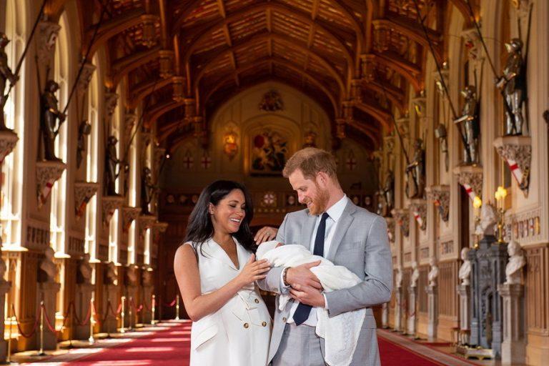 «'Αρτσι Χάρισον Μαουντμπάτεν-Ουίνδσορ» ονόμασαν τον γιό τους o πρίγκιπας Χάρι και η σύζυγός του Μέγκαν