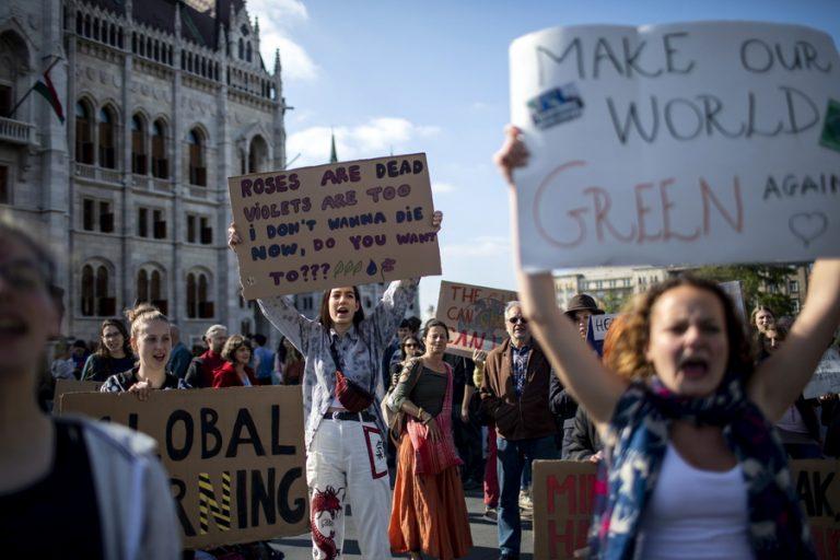 Σε «παγκόσμια απεργία για το κλίμα» καλούν αύριο οι νέοι της Ευρώπης ενόψει των Ευρωεκλογών