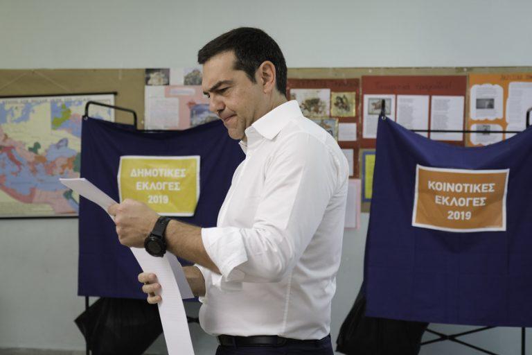 Bloomberg: «Γιατί οι Έλληνες στράφηκαν εναντίον του επαναστάτη ηγέτη τους;»