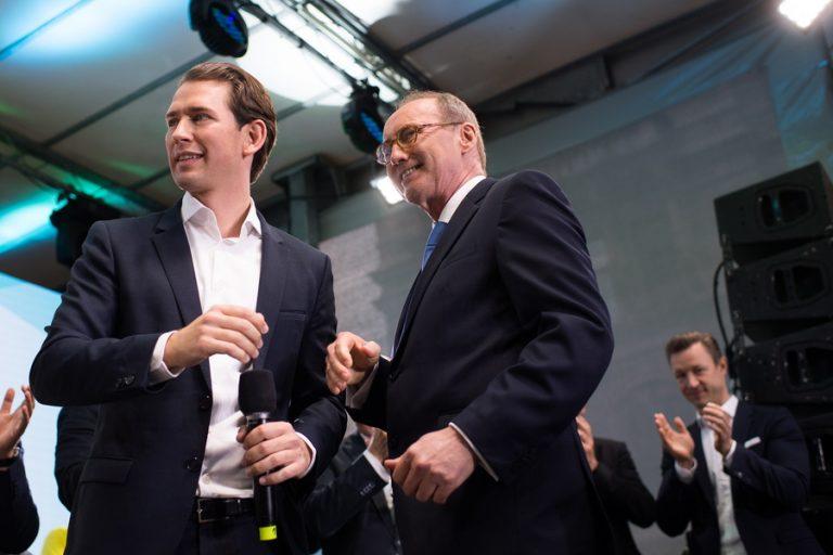 Αυστρία: Ο Καγκελάριος Κούρτς πανηγυρίζει την νίκη του συντηρητικού Λαϊκού Κόμματος του