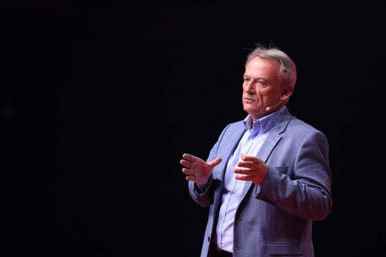 Ο «γκουρού» του fintech, Chris Skinner, μιλά στο Fortune λίγο πριν ανέβει στη σκηνή του 10ου TEDxAthens