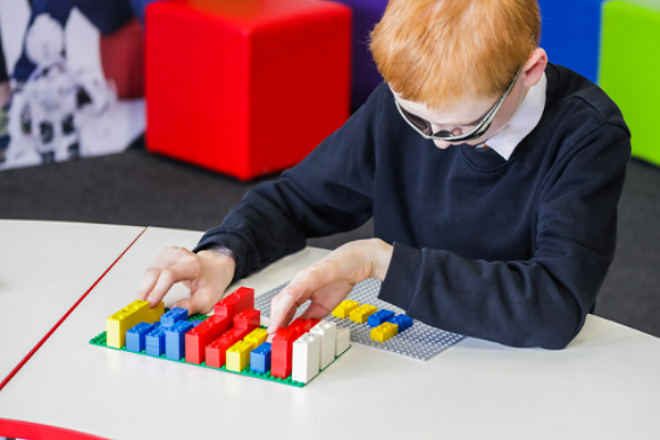 «Braille Bricks» από τη LEGO για τα παιδιά με προβλήματα όρασης