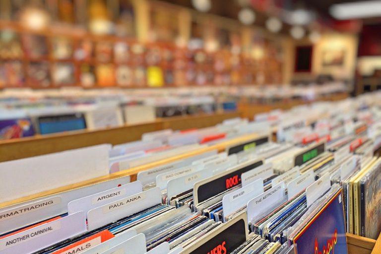 Αυτοί είναι οι καλλιτέχνες που έχουν πουλήσει τους περισσότερους δίσκους στην ιστορία