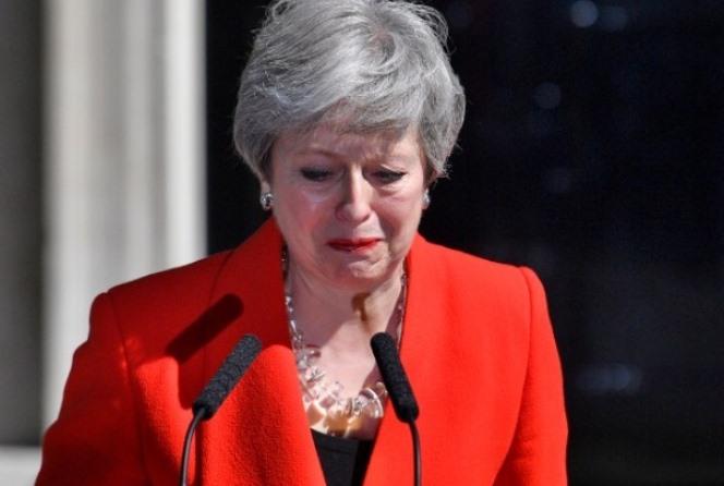 Καταιγιστικές εξελίξεις στη Μεγάλη Βρετανία – Παραιτήθηκε η Τερέζα Μέι