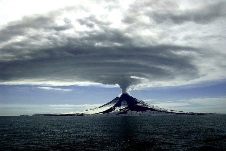 Ηφαιστειακό βουνό ύψους 800 μέτρων «ξεφύτρωσε» στον βυθό του δυτικού Ινδικού ωκεανού.