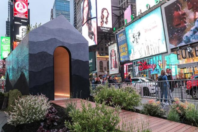 «TINY HOUSE»: Το μικροσκοπικό σπίτι-ατραξιόν στην καρδιά της Νέας Υόρκης