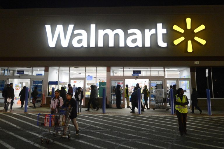 Η Walmart δεν σταματά την υποχρεωτική χρήση μάσκας παρά τις απόψεις της Ουάσινγκτον