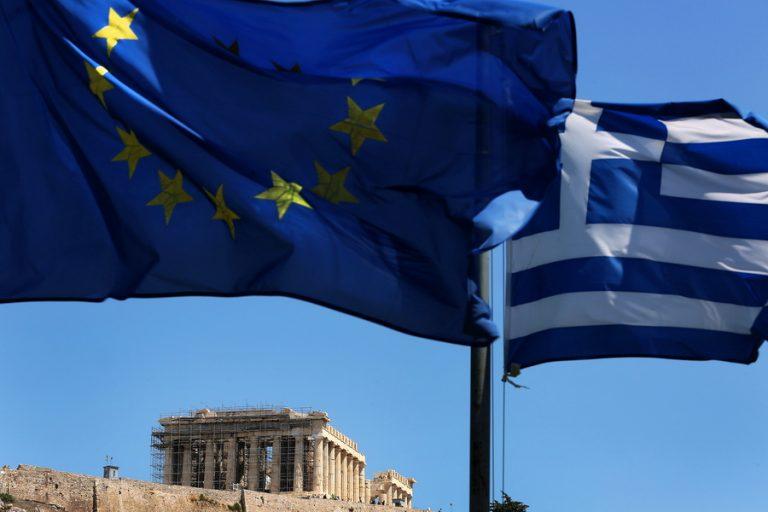 Η Κομισιόν ανεβάζει τις προβλέψεις για την ανάπτυξη στην Ελλάδα
