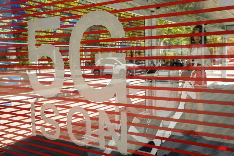 Fake news συνδέουν την πανδημία με τις… κεραίες 5G δικτύων