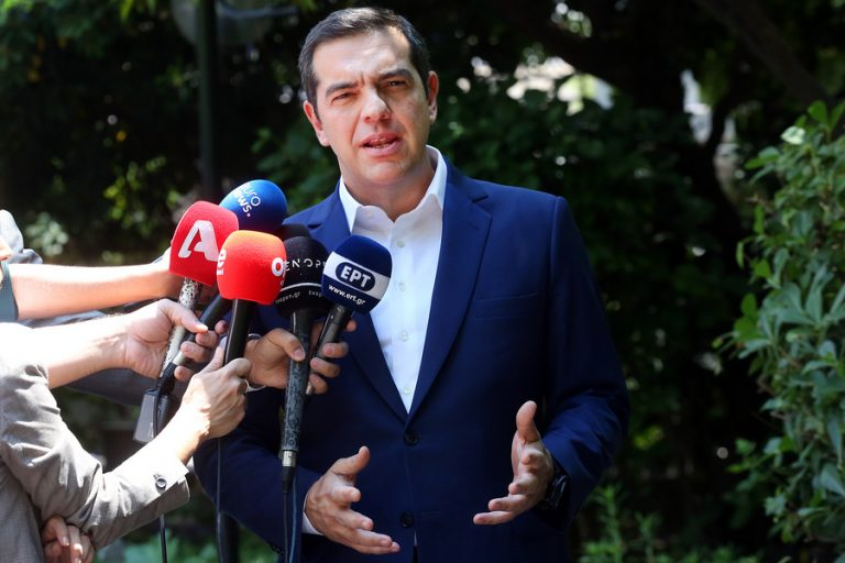 Το χαρτί του κινδύνου επιστροφής στα μνημόνια παίζει ο Αλέξης Τσίπρας μετά την έκθεση της Κομισιόν για την Ελλάδα