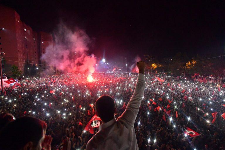 Δημοτικές εκλογές στην Κωνσταντινούπολη: Μεγάλη νίκη Ιμάμογλου, «κολοσσιαία ήττα για τον Ερντογάν»