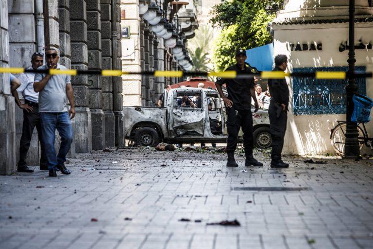 Ένας νεκρός και οκτώ τραυματίες από διπλή βομβιστική επίθεση καμικάζι στην Τυνησία