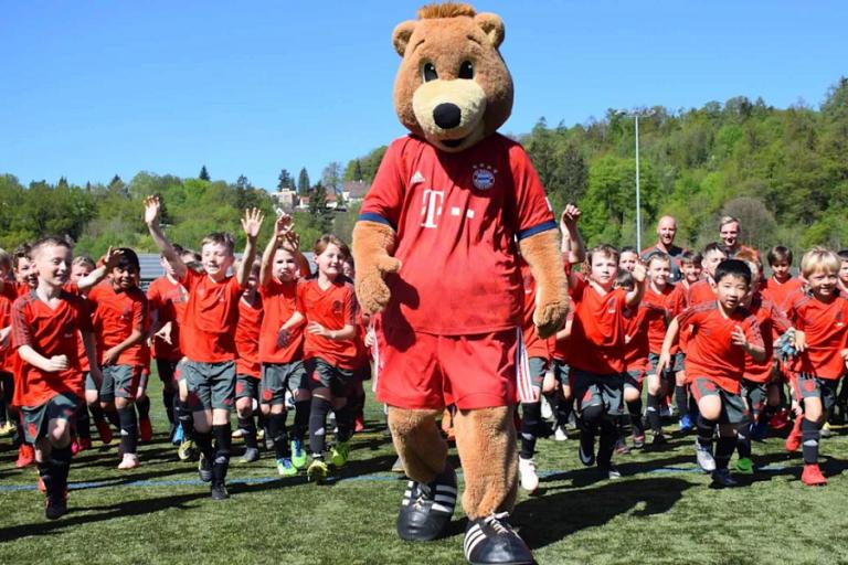 Costa Navarino: Καλοκαιρινά Football Camps σε συνεργασία με τη Bayern Μονάχου