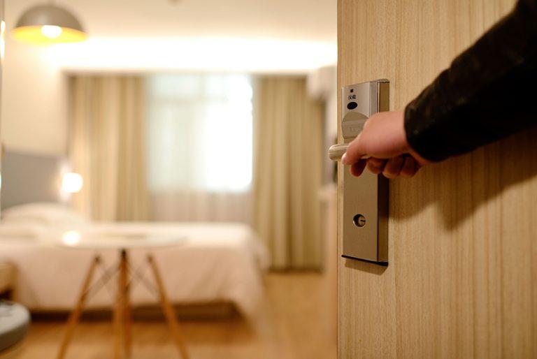 Υπουργείο Τουρισμού: Η λίστα με όλα τα ξενοδοχεία καραντίνας