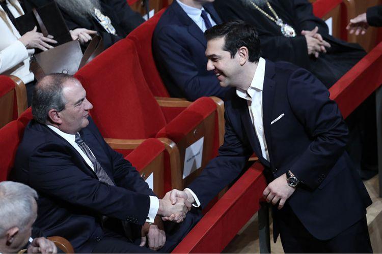 Eνοχλημένος με τον Καραμανλή ο Τσίπρας μετά τη δημόσια τοποθέτηση του πρώην πρωθυπουργού