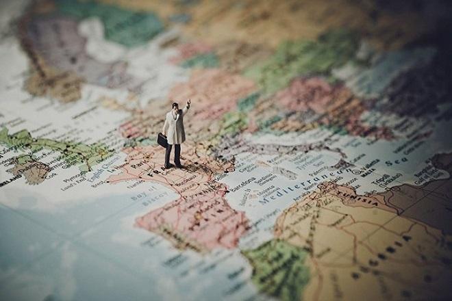 Economist: Μια νέα εποχή – πιο κατακερματισμένη, πιο πολιτική, πιο ρευστή – αρχίζει στην Ευρώπη