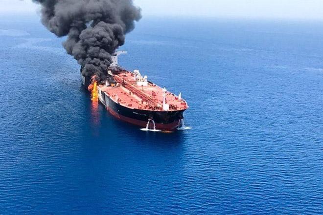 Η κρίση στον Κόλπο του Ομάν απειλεί με εκτόξευση των τιμών του πετρελαίου – Το Ιράν δείχνουν οι ΗΠΑ ως υπεύθυνο, διαψεύδει η Τεχεράνη