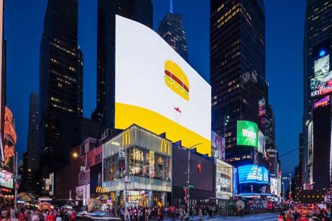 Η καρδιά της Νέας Υόρκης υποδέχεται το «απόλυτο McDonald's»