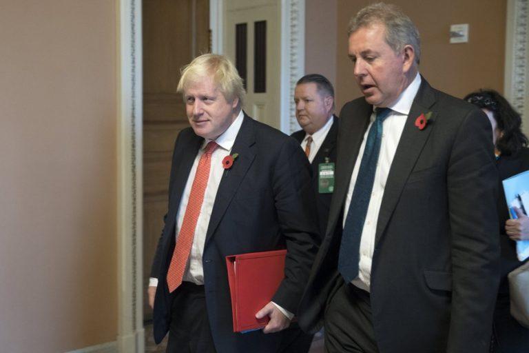 Παραιτήθηκε ο Βρετανός πρεσβευτής στις ΗΠΑ μετά το σκάνδαλο διαρροών των διπλωμωτικών τηλεγραφημάτων του