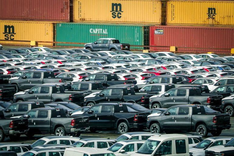 Οι αυτοκινητοβιομηχανίες ανακοίνωσαν 20.000 απολύσεις μέσα σε μια μόλις εβδομάδα