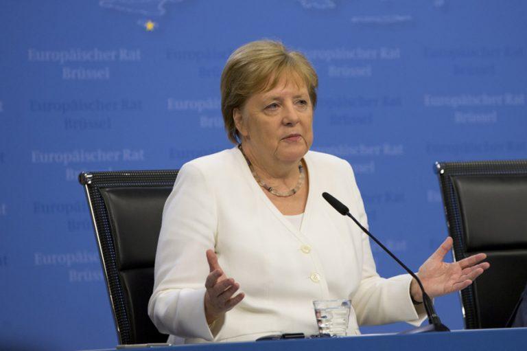 Όλοι περιμένουν παρέμβαση Μέρκελ για να λυθούν οι διαφωνίες για το Ταμείο Ανάκαμψης