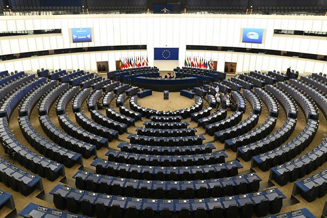 Μήνυμα του Ευρωκοινοβουλίου προς το Λονδίνο: Πρώτα θα ψηφίσετε τη συμφωνία και μετά θα επικυρώσουμε