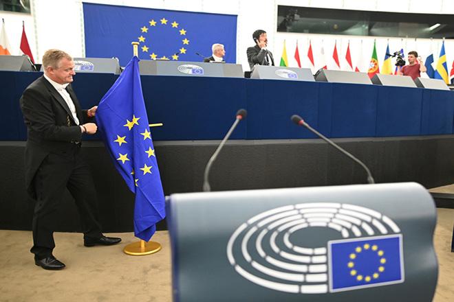 Ανάκαμψη, εμβόλια και βιώσιμος τουρισμός στην ατζέντα του Ευρωπαϊκού Κοινοβουλίου