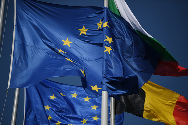 Η Ευρώπη τίθεται σε αυτοπεριορισμό και η ΕΚΤ βγάζει… το μπαζούκα