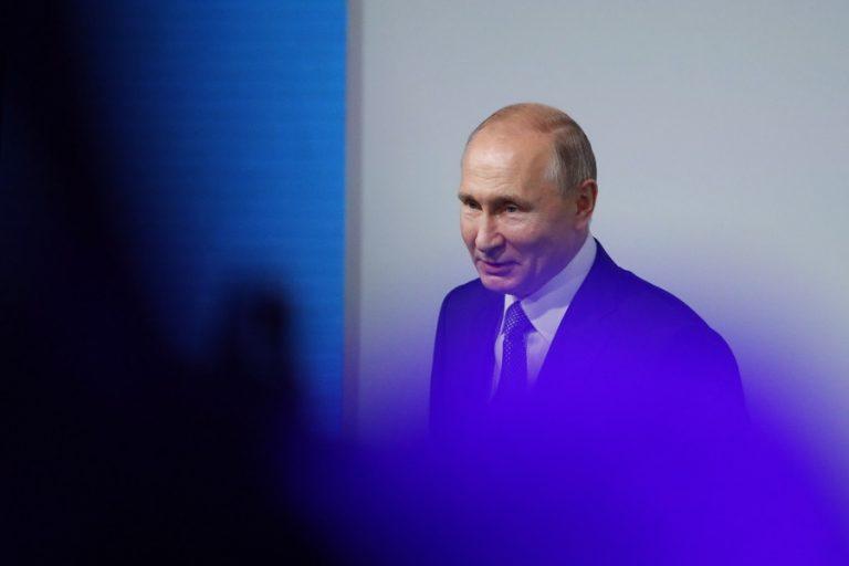 Με προεγκατεστημένο ρωσικό λογισμικό θα πωλούνται πλέον κινητά, υπολογιστές και τηλεοράσεις στη Ρωσία
