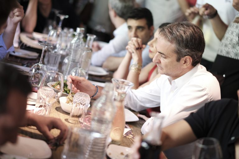 Στο Παγκράτι το γεύμα του Κυριάκου Μητσοτάκη με τους πολιτικούς συντάκτες