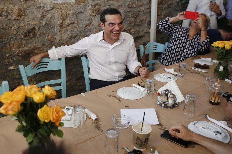 Στο Λαύριο για γεύμα με τους δημοσιογράφους ο Αλέξης Τσίπρας