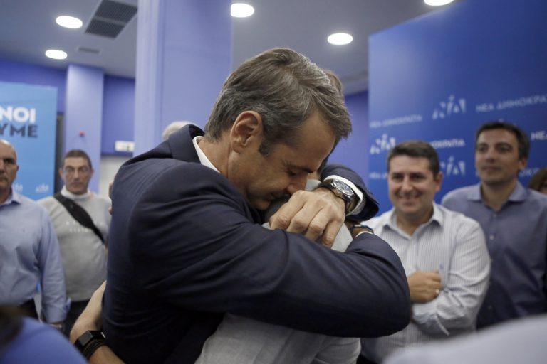 Πώς έζησαν Μητσοτάκης – Τσίπρας τη βραδιά των εκλογών: Τα αγαπημένα τους πρόσωπα στο πλευρό τους