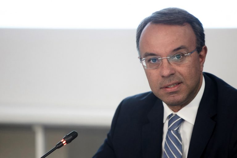 FT: Για βραδυφλεγείς βόμβες στην ελληνική οικονομία προειδοποιεί ο νέος υπουργός Οικονομικών