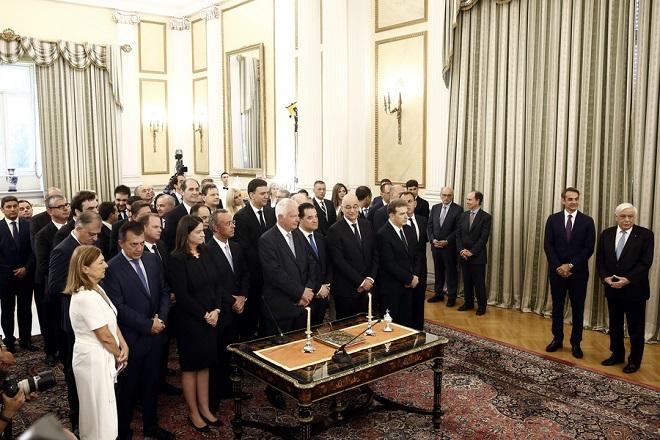 Καρέ-καρέ η ορκωμοσία της νέας κυβέρνησης σε φωτογραφίες - Οι κυρίες που «έκλεψαν» τις εντυπώσεις | Fortunegreece.com