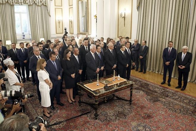 Φάκελοι με στόχους και το …ασυμβίβαστο περιμένουν αύριο τους νέους υπουργούς στο πρώτο υπουργικό συμβούλιο