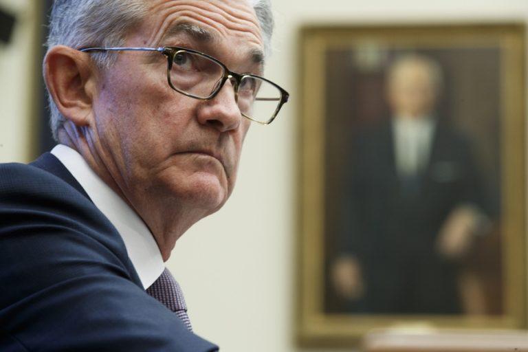 Ο πρόεδρος της Fed διαμηνύει ότι δεν θα παραιτηθεί ακόμη και να του το ζητήσει ο Τραμπ