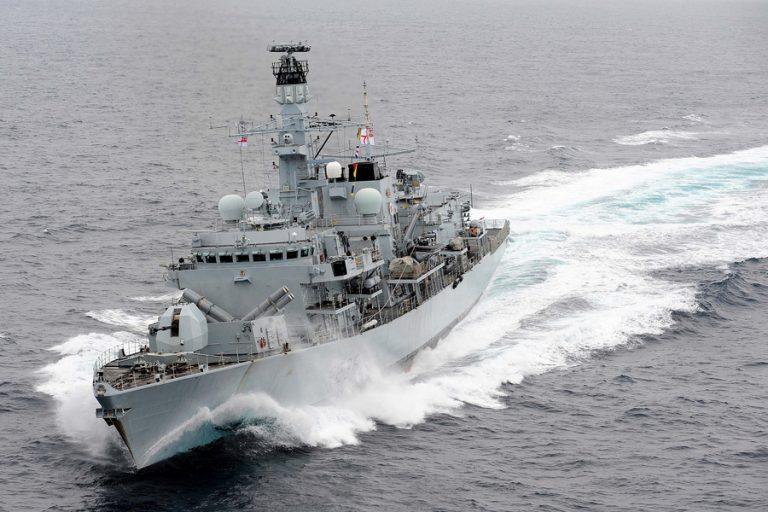 Νέο επεισόδιο με ιρανικά πλοία εμπλέκει και τη Βρετανία