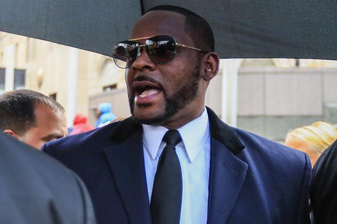 Αντιμέτωπος με κατηγορίες για σωματεμπορία και εκβιασμό ο τραγουδιστής R.Kelly
