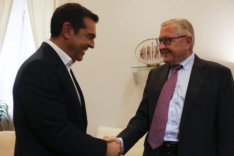 Δέσμευση Τσίπρα ενώπιον Ρέγκλινγκ για στήριξη στην προσπάθεια μείωσης των πλεονασμάτων