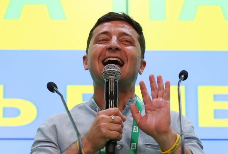 Θρίαμβος του κόμματος του προέδρου – κωμικού Ζελένσκι στις βουλευτικές εκλογές της Ουκρανίας