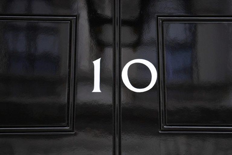 Δείτε live την ανακοίνωση του νέου πρωθυπουργού της Βρετανίας (Βίντεο)