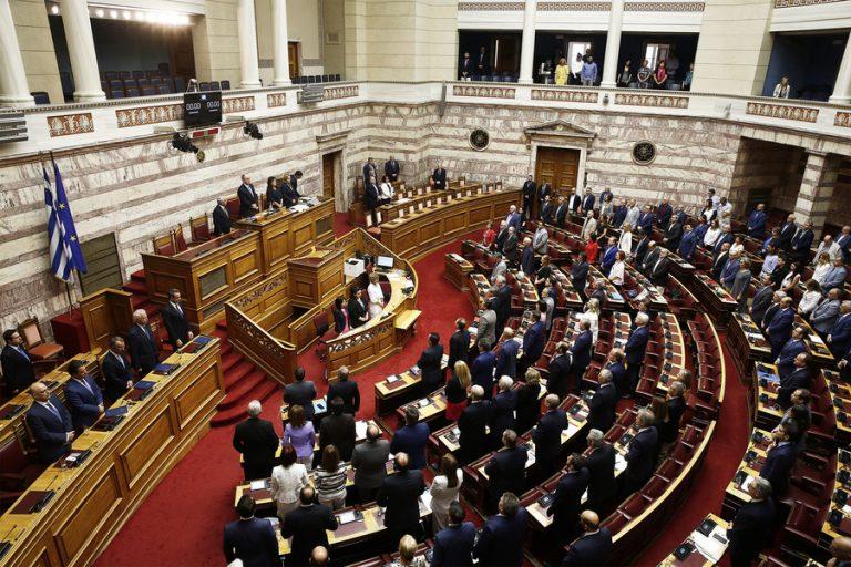 Στη Βουλή το νομοσχέδιο για το άσυλο και τη διακυβέρνηση των ΟΤΑ