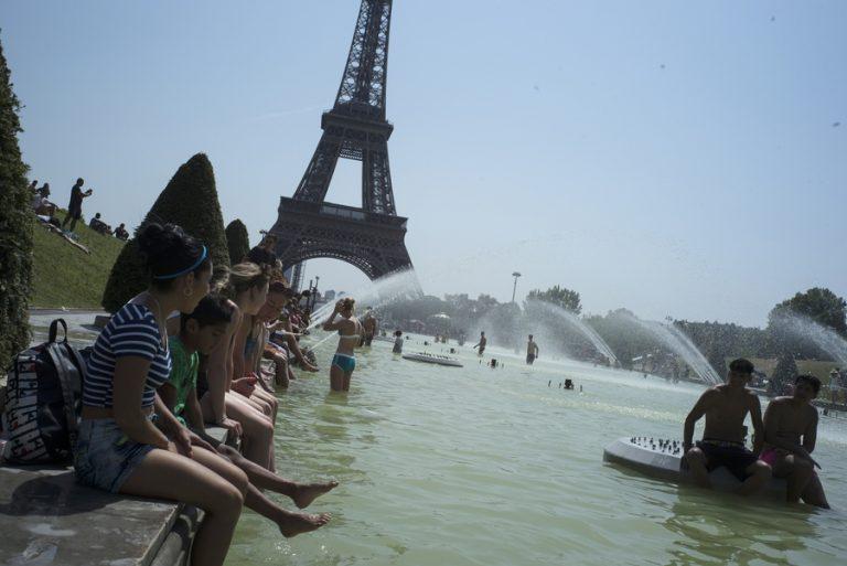 Νέο ιστορικό ρεκόρ ζέστης στο Παρίσι: Στους 42,4 βαθμούς έφτασε ο υδράργυρος