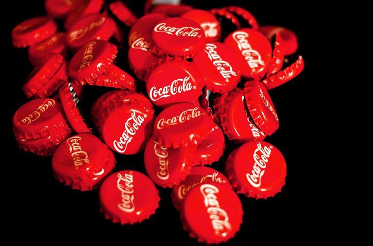 Οι μετοχές της Coca-Cola πάνε από ρεκόρ σε ρεκόρ
