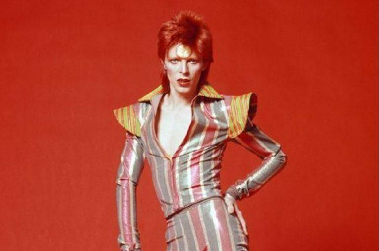 Lady Stardust: Η συλλεκτική νέα Barbie φόρος τιμής στον David Bowie (Φωτογραφίες και Βίντεο)