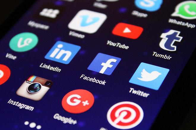 Ο ιδρυτής της Wikipedia καλεί σε παγκόσμια «απεργία» τους χρήστες των social media