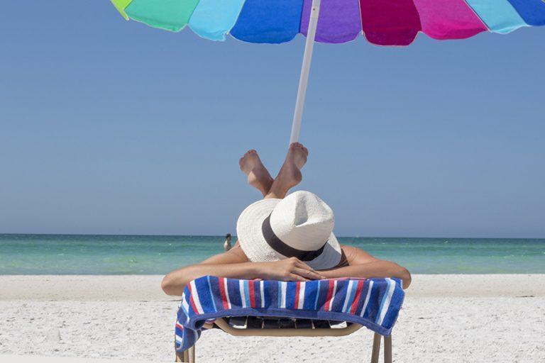 Eurostat: Οι μισοί Έλληνες δεν έχουν χρήματα να πάνε διακοπές