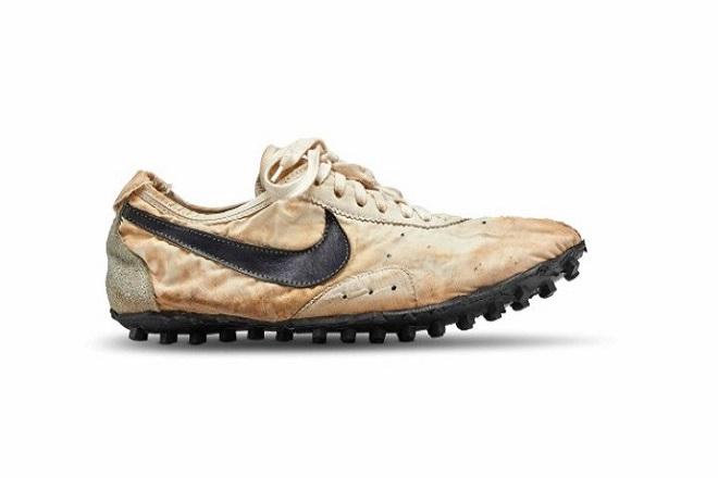 Η ιλλιγιώδης τιμή-ρεκόρ στην οποία πωλήθηκε ένα από τα πρώτα αθλητικά παπούτσια της Nike