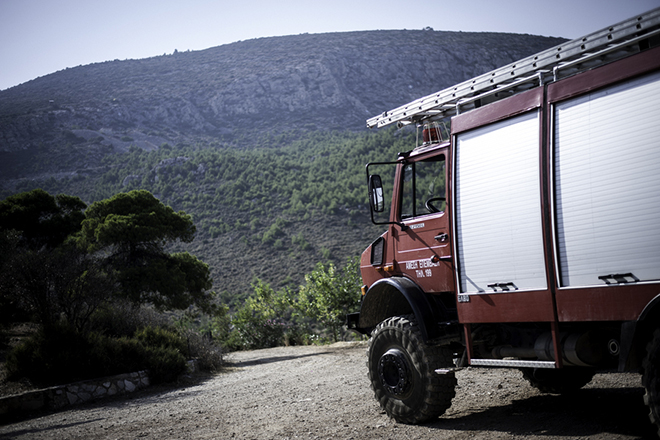 Μάχη στα πύρινα μέτωπα από την Πυροσβεστική – Σε ύφεση η πυρκαγιά στην Κέρκυρα